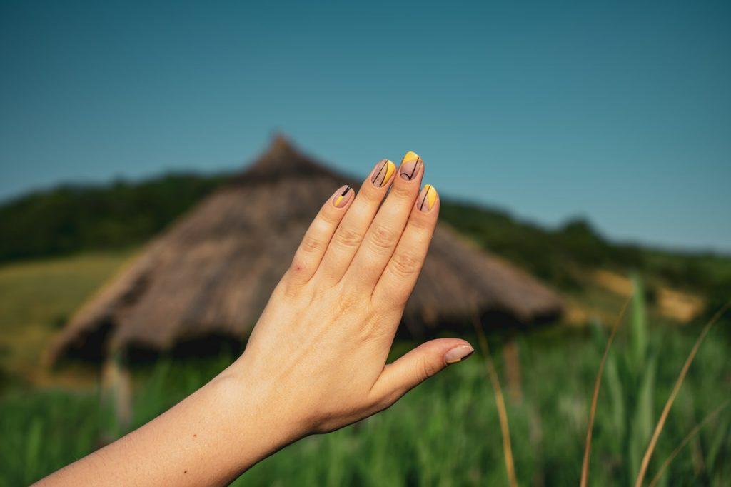 How to Care For Your Hair and Nails When You Are Traveling